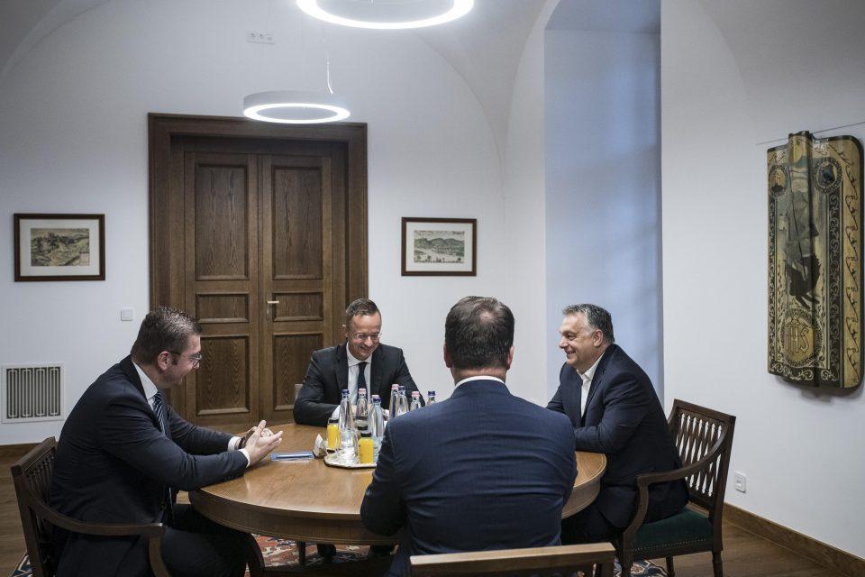 Со највисоки државни почести Обран го пречека Мицкоски во Будимпешта