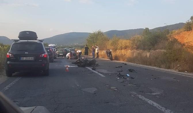 Тешка сообраќајка кај охридскиот аеродром, има повредени
