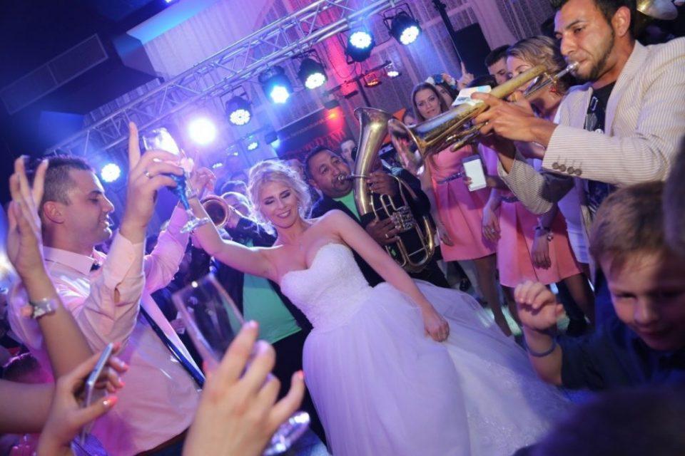 Продолжува забраната за организирање свадби и прослави во угостителските објекти