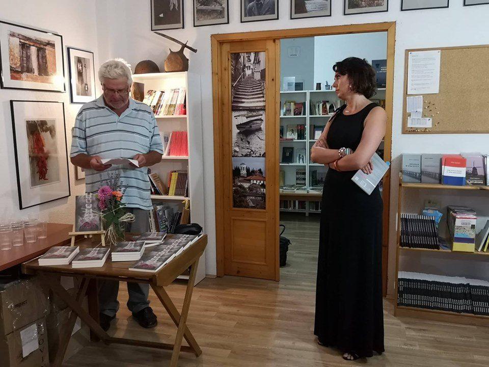 """Стихозбирката """"Крстна коска"""" од Наташа Сарџовска промовирана во Охрид"""