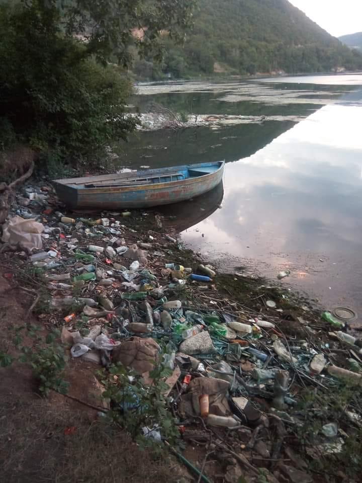 Природните богатства ни тонат во ѓубре: Маврово и реката Дрим полни со расфрлан отпад