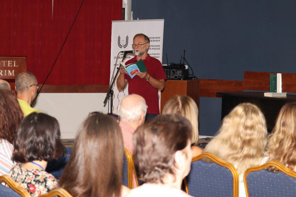 """Зоран Анчевски е поет на калена песна, претстaвен минатогодишниот добитник на наградата """"Браќа Миладиновци""""на СВП"""