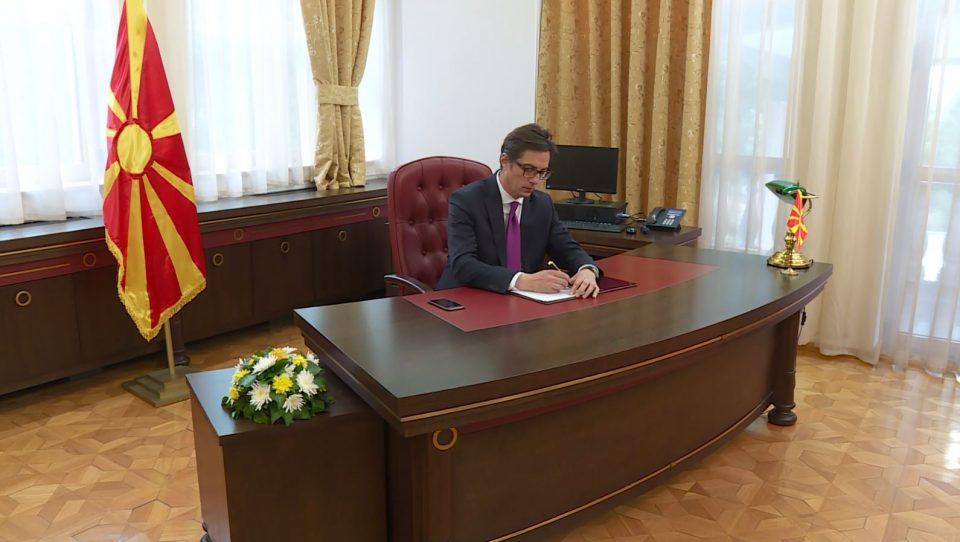 Честитка од претседателот Пендаровски по повод Денот на наставата на турски јазик