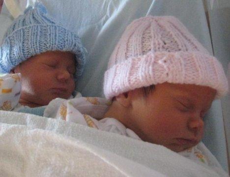 Се родија близнаци, но едното бебе е два месеца постаро од другото