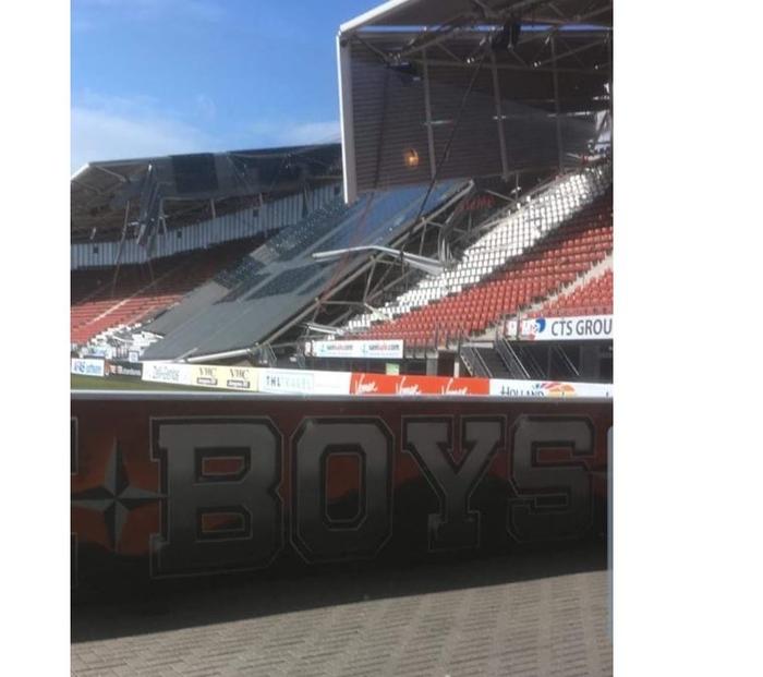 Се сруши покривот на стадионот на АЗ Алкмар