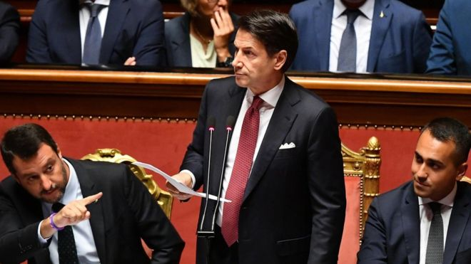 Италијанскиот премиер Конте поднесе оставка, се распаѓа владеачката коалиција