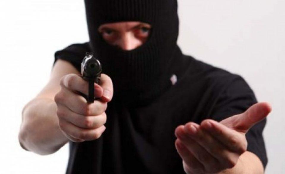 """Вооружен грабеж во """"Уни банка"""""""