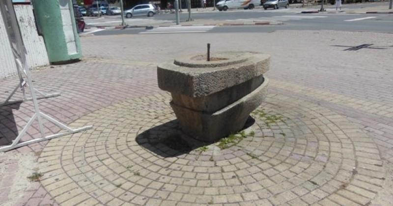 """Кога под сенка е """"плус 40"""" не работат уличните чешми и фонтаните во Скопје"""