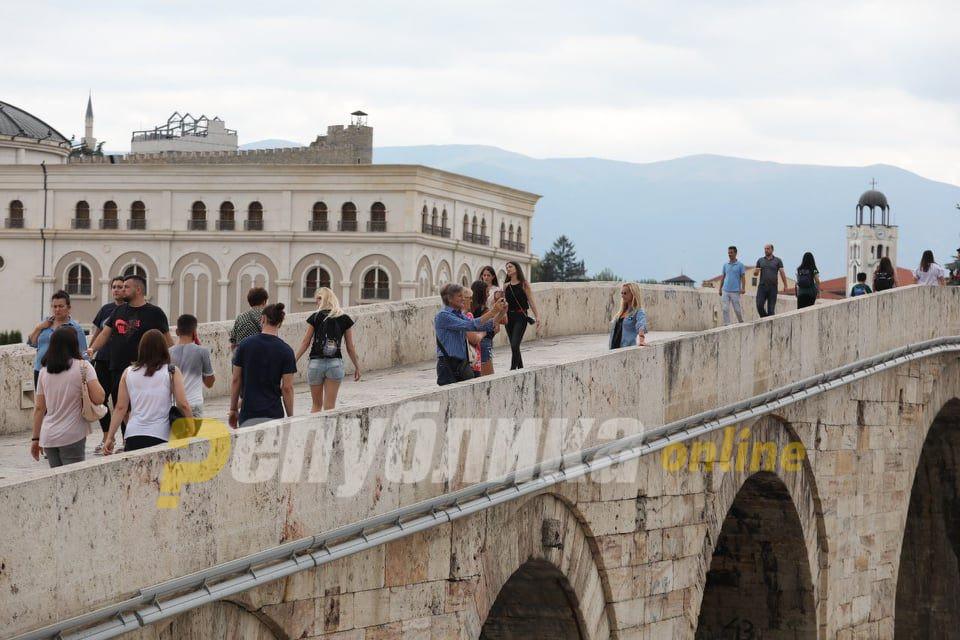 Фатен крадец кој кинел златни ланци на Камен мост