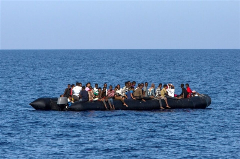Брод со мигранти заглавен во Средоземно Море, бара помош од три членки на ЕУ