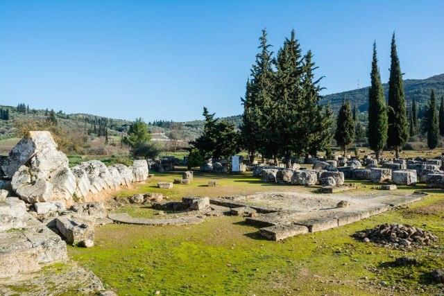 Пронајдени гробници стари повеќе од три милениума