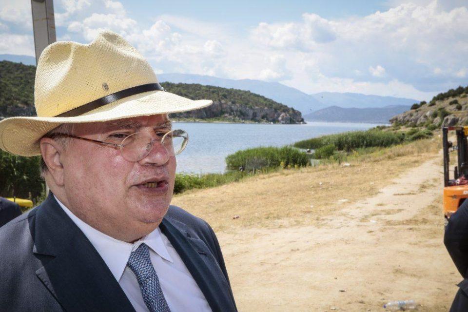 Коѕијас се одмора на грчки остров и пишува книга за Договорот од Преспа