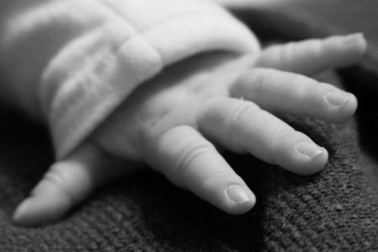Мајка и ќерка осомничени за убиство на новороденче
