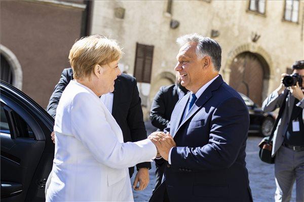 Меркел-Орбан: Европа нема да биде обединета без земјите од Западен Балкан