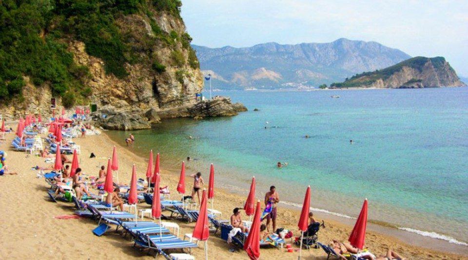 Црна Гора ги отвора плажите на 18 мај