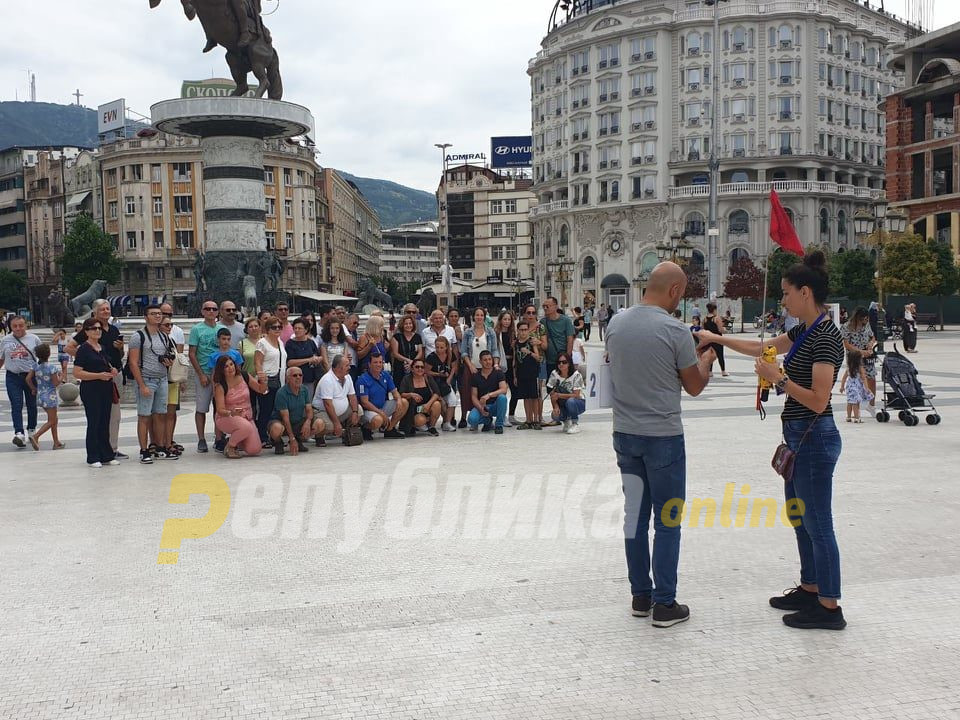 Туристичките работници бараат итно решавање на нивните проблеми, најавуваат и протести