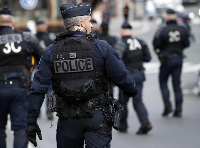 Задржани петмина во Франција кои планирале напади врз полицијата за време на средбата на Г-7