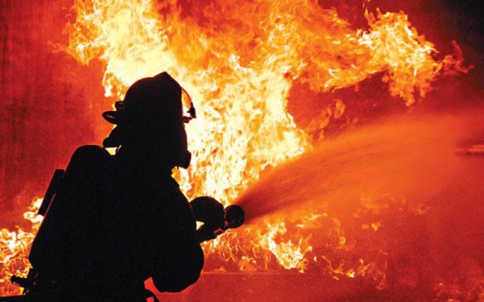 Голем пожар во близина на Атина