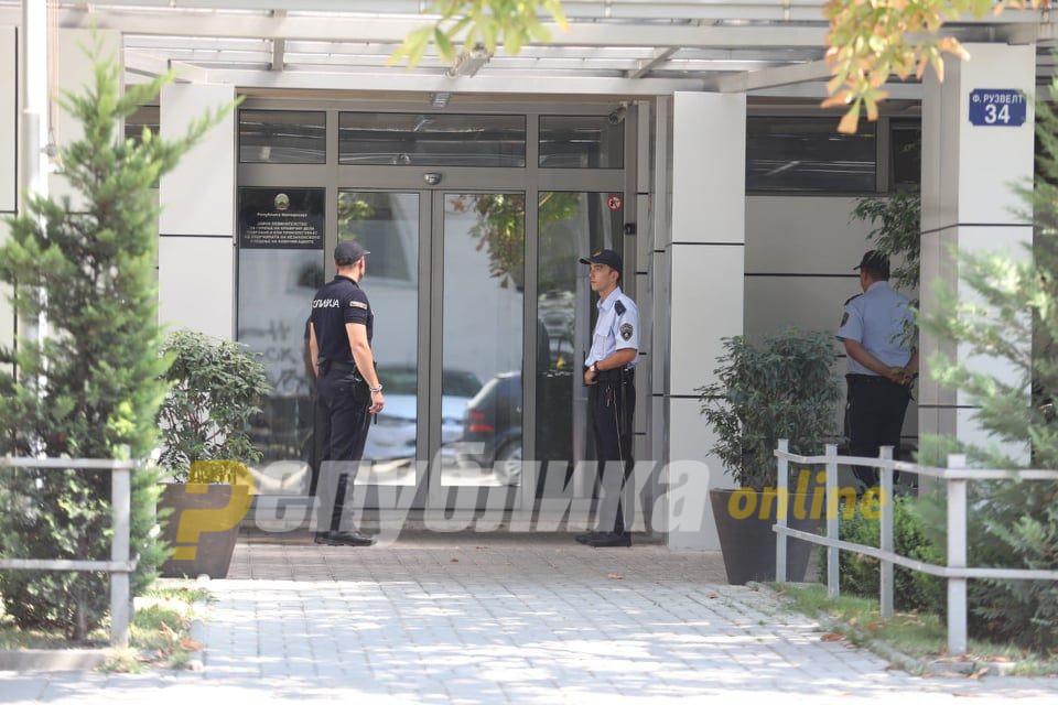 Истражители влегоа во просториите на СЈО за да обезбедат финансиски документи