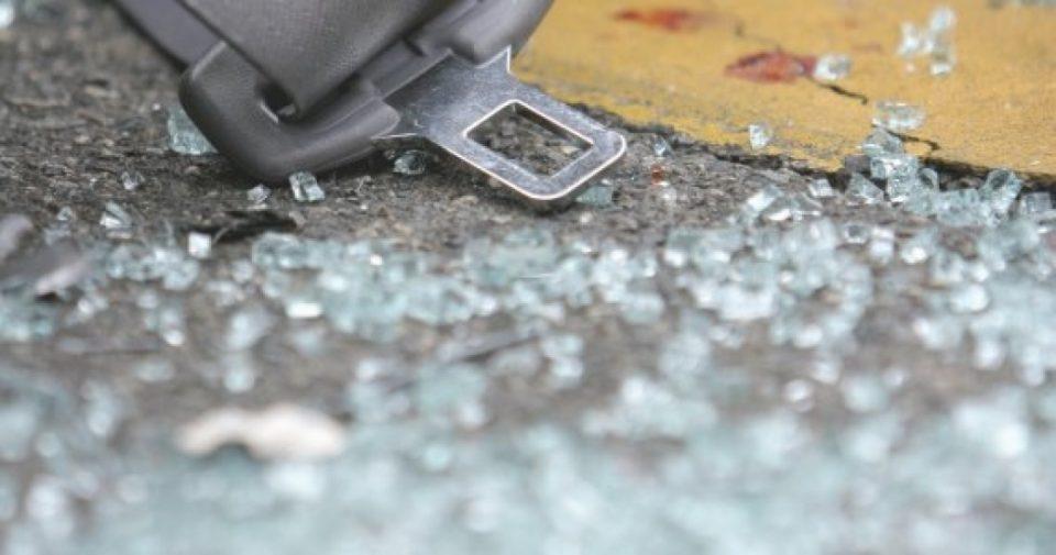 Жена загина, две лица се повредени во тешка сообраќајка кај Кратово