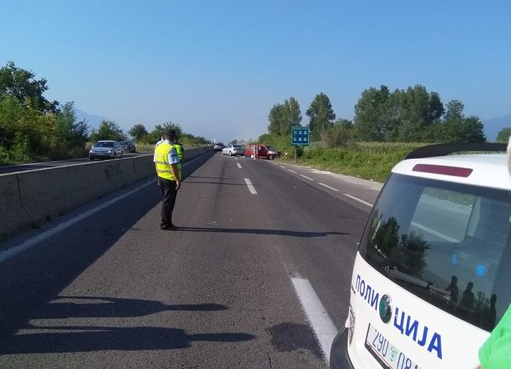 Се судрија автобус и комбе кај Битола – тројца повредени