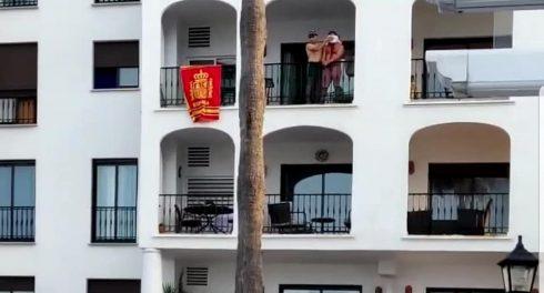 Србин се изживува со нож врз сограѓанин врзан за балкон