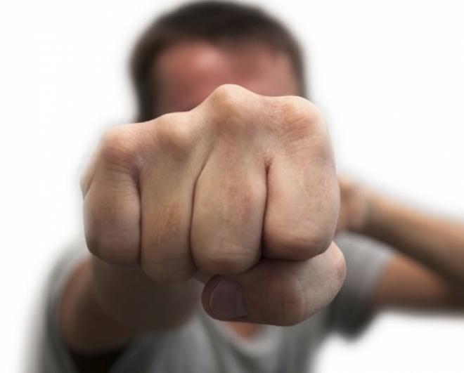 Син си ги претепал своите родители