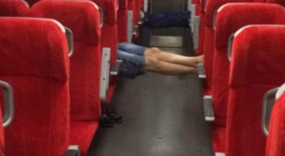 Пет часа стојат на пругата во Драчево – возот за Битола никако да тргне