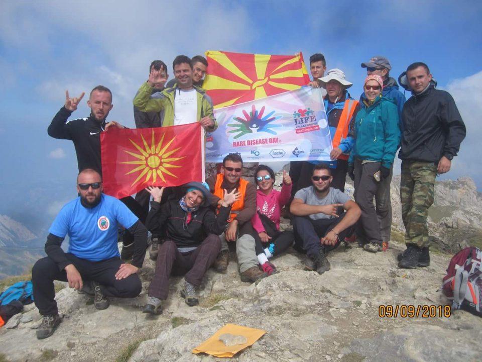 Планинари се искачија на врвот Голем Кораб за пациентите со ретки болести