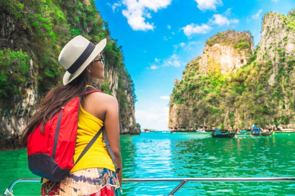 Пропадна најстарата туристичка компанија во светот, стотици илјади туристи се заглавени низ светот