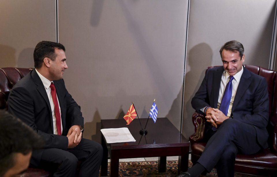В четврток во Солун Заев седнува на маса со Мицотакис