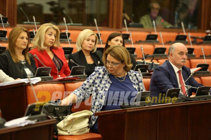 Во живо: Собранието ќе гласа за разрешување на Катица Јанева