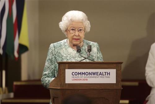 Кралицата Елизабета II го одобри законот со кој се спречува Брегзит без договор