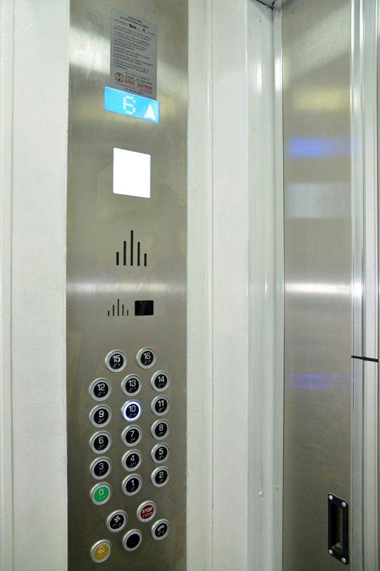 Скопјанец се самозадоволувал пред девојка во лифт