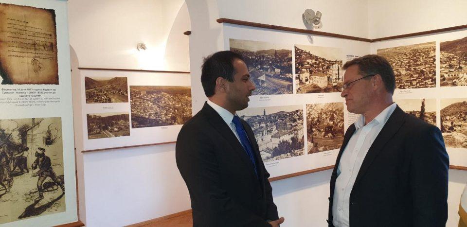 """Министерот за култура Исмаили ја посети галеријата при црквата """"Свети Никола"""" и Хусамедин паша џамија во Штип"""