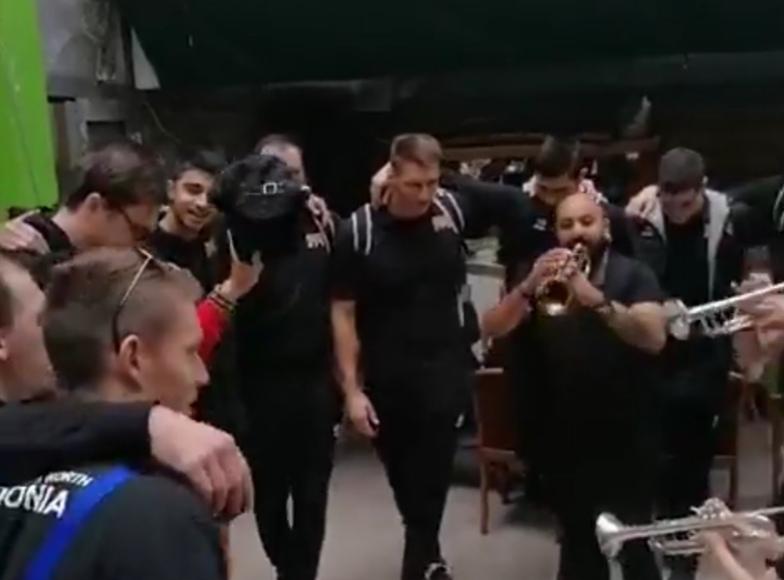 """Трубите на """"Џамбо Агушеви"""" ги пречекаа одбојкарите од ЕП"""