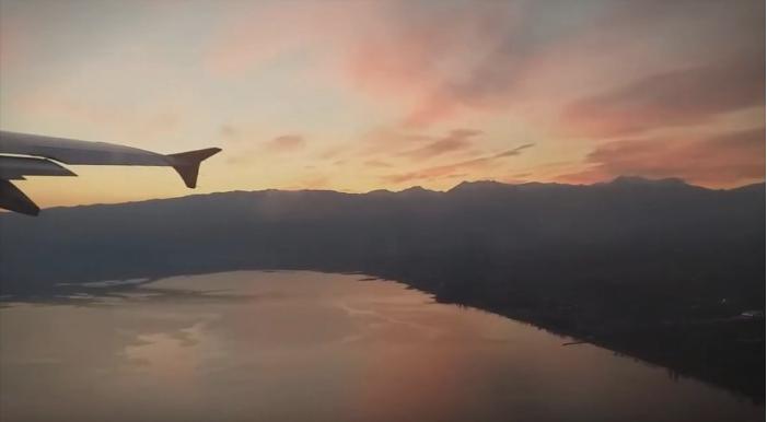 Oд оваа глетка на езерото ќе останете воодушевени: Патник го снимил полетувањето за време на зајдисонце во Охрид