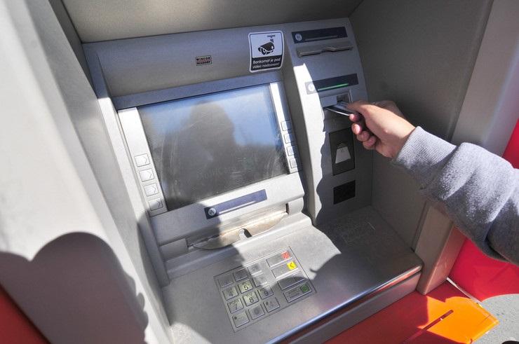 Дваесетгодишник од Делчево со украдена картичка подигал пари од банкомат