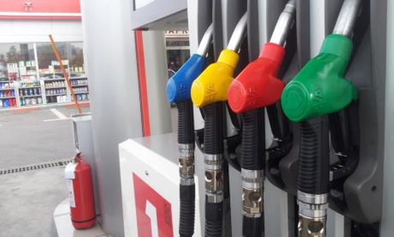 Поскапуваат горивата