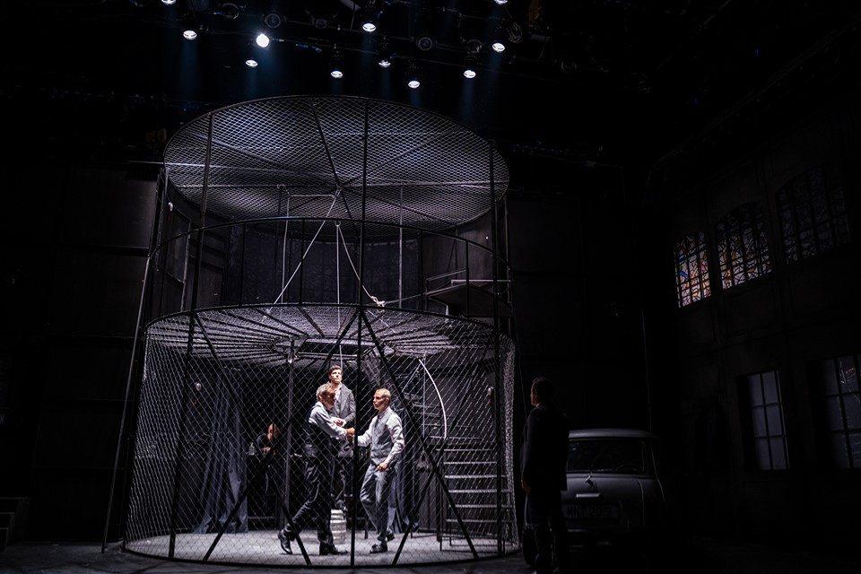 """Со премиера на """"Бесачи"""" во режија на Бугаринот Јавор Грдев се отвора новата сезона во МНТ"""