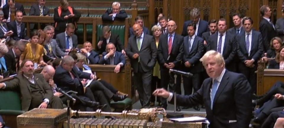 Британскиот Парламент суспендиран на пет недели