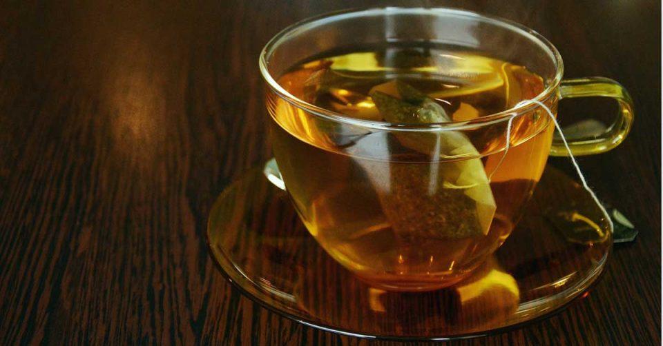 Пластичните вреќички за чај испуштаат микропластика во водата