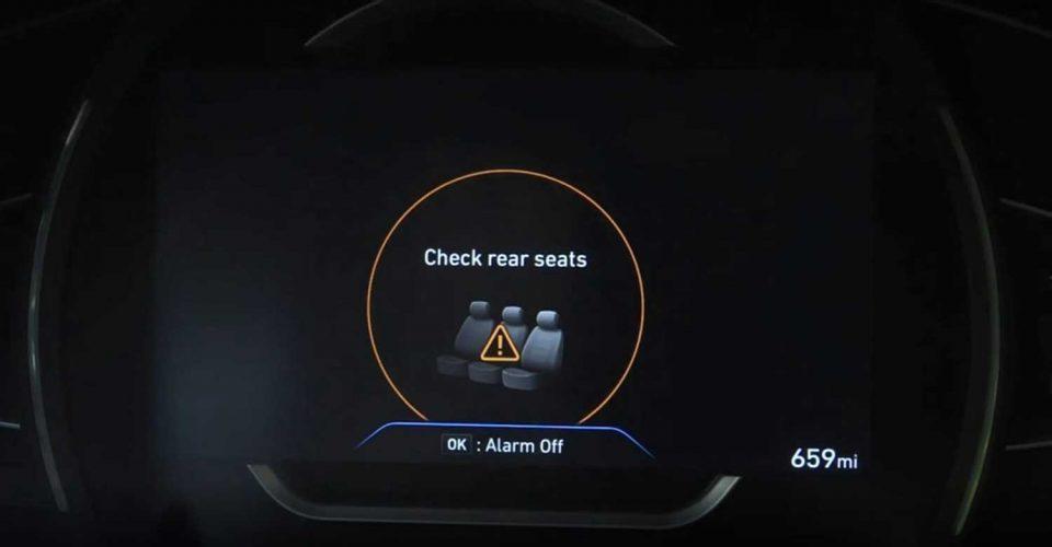 За да не ги заборавите децата на задното седиште, ќе се грижи автомобилот