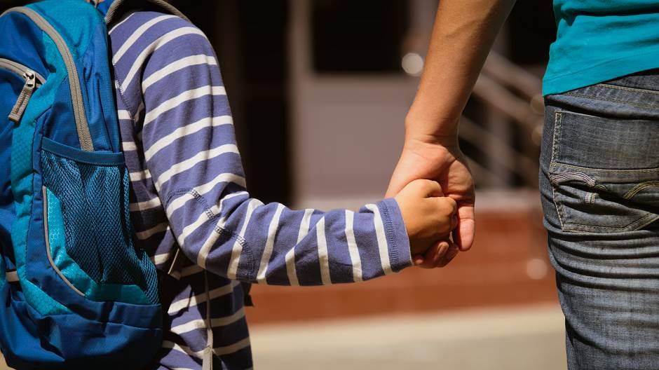 Го излажал дека ќе го носи на учичиште, скопјанец извршил полово дејствие врз негово 12-годишно  дете