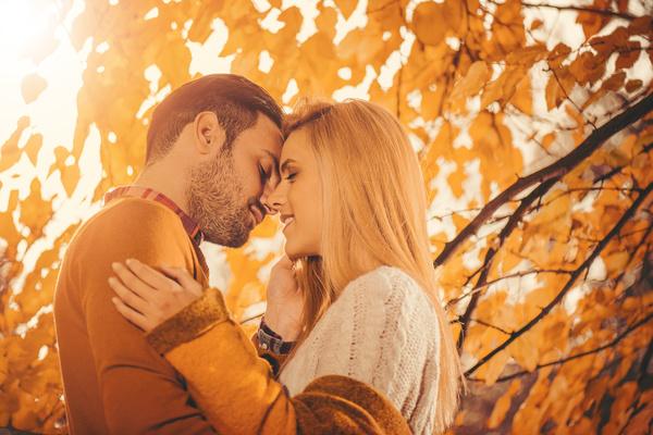 Meсец за слободните Девици и заљубените Бикови: Љубовен хороскоп за октомври