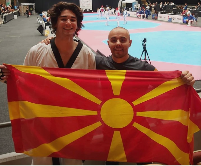 Изненадување за Филип Додевски во авионот со кој ја носи титулата во Македонија
