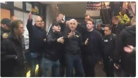 Невидени сцени во Холандија: Навивачите го избркаа газдата на клубот
