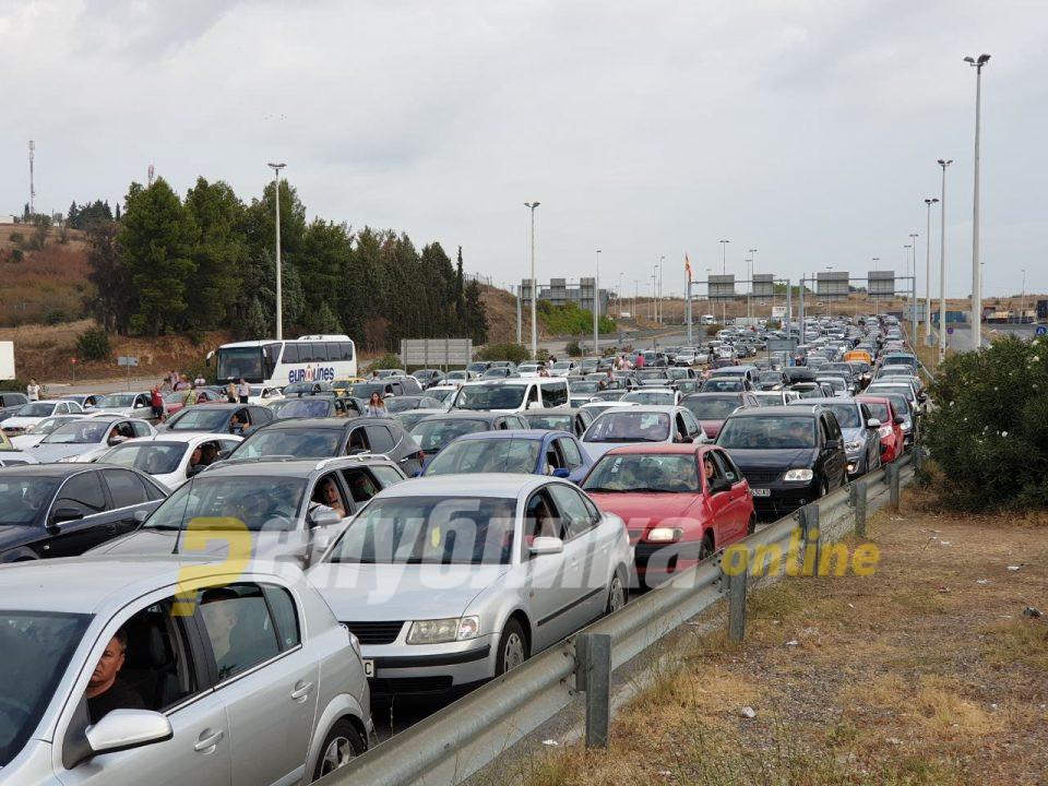Филипче: Од Атина чекаме одговор дали границата ќе може да се помине без да се прават тестови