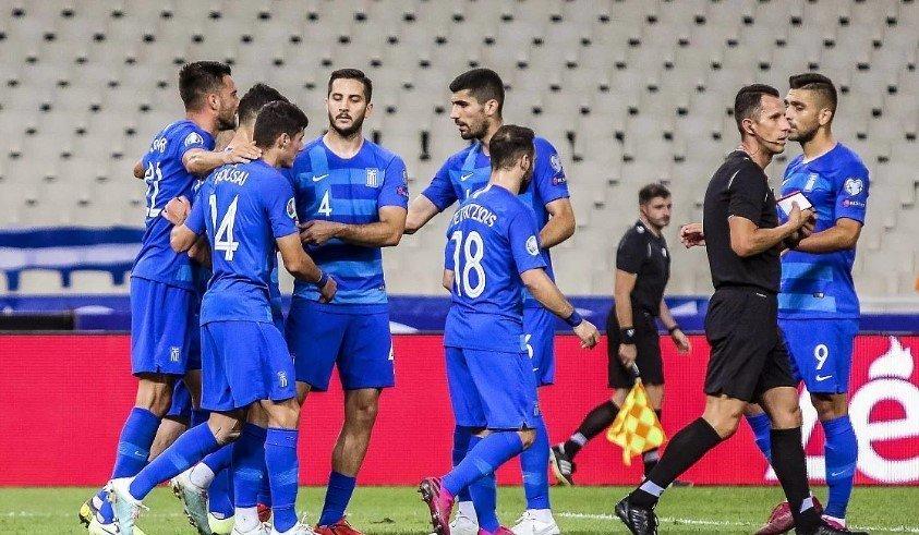 Селекторот на Грција ги заклучи фудбалерите во соблекувалната после срамот со Лихтештајн