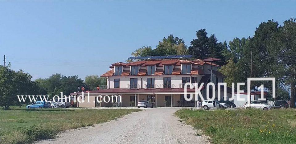 Започна уривањето на хотелот дивоградба изграден на самиот брег на Охридско езероо